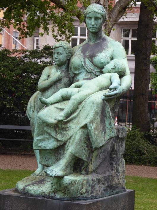 """""""Mother Love"""" by Constantin Meuner in Glyptotekshaven, Copenhagen"""